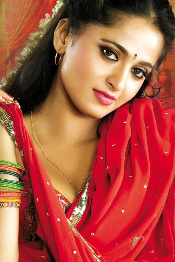 actress pictures sexy actress anushka shetty hot saree gallery