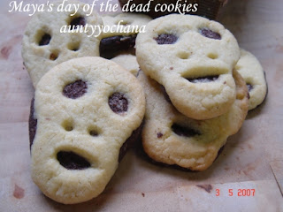 Yochana's Cake Delight! : Maya's day of the dead cookies