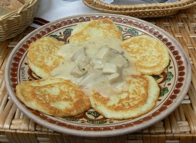 Potatoes Pancakes Porcini Mushrooms Sauce Restaurant Hutsulshchyna Ukrainian Carpathians