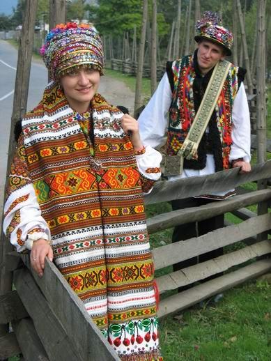 Гуцульське весілля наречений і наречена Українські Карпати