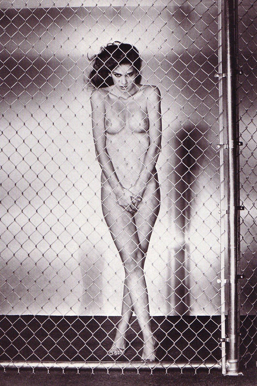 http://3.bp.blogspot.com/_v477IiaOLG8/S5iw3hY-jnI/AAAAAAAAABE/hxT1cWY9jSU/s1600/Fashion%2BTheory_1980_%2B12.jpg