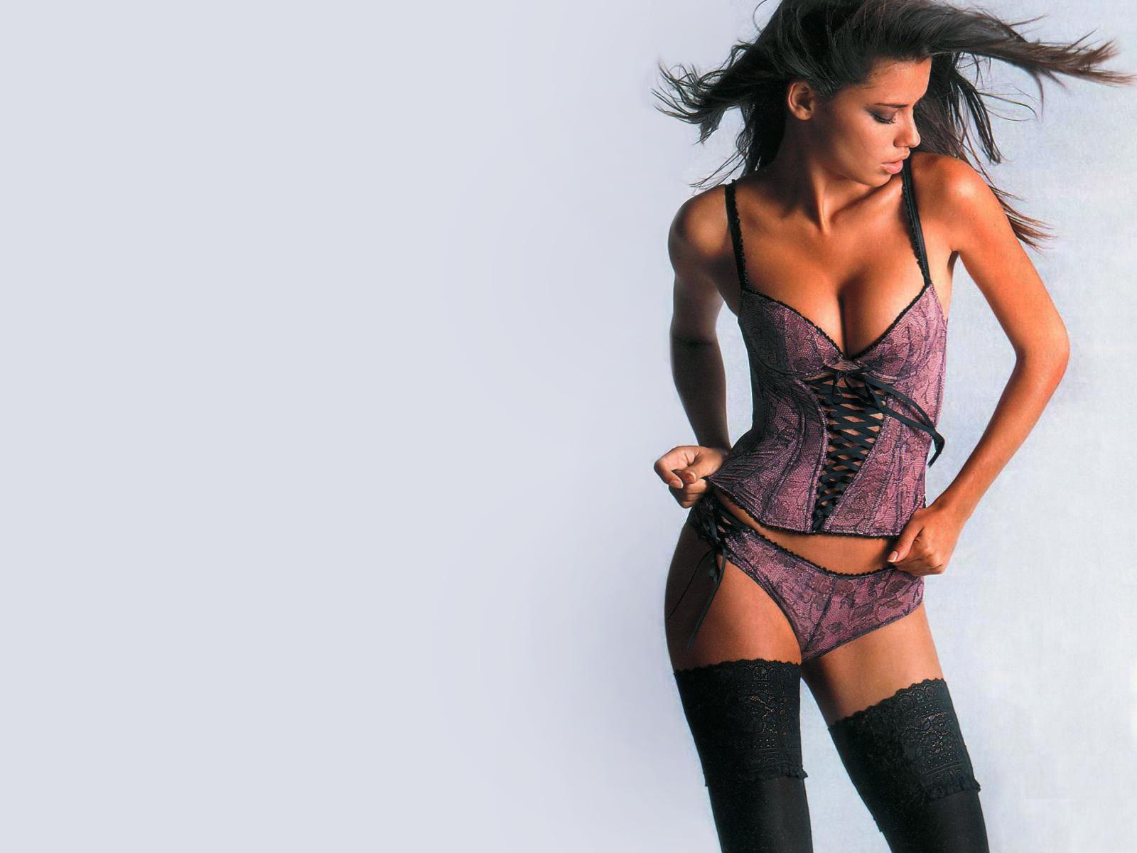 http://3.bp.blogspot.com/_v5h2qxDB1io/TQDaC8X9EpI/AAAAAAAAAtc/-y3MdJ-cVAI/s1600/Adriana+Lima+06.jpg