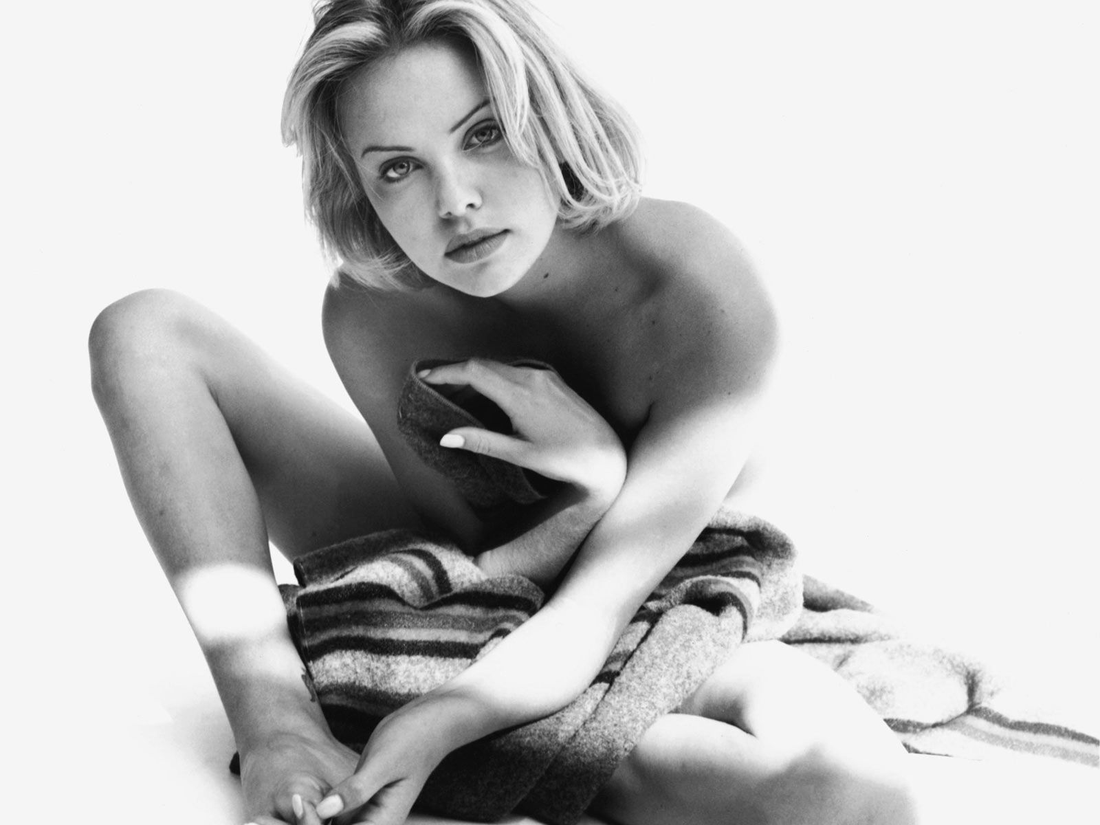 Hot nude Charlize Theron wallpaper hd. at 1:12 AM