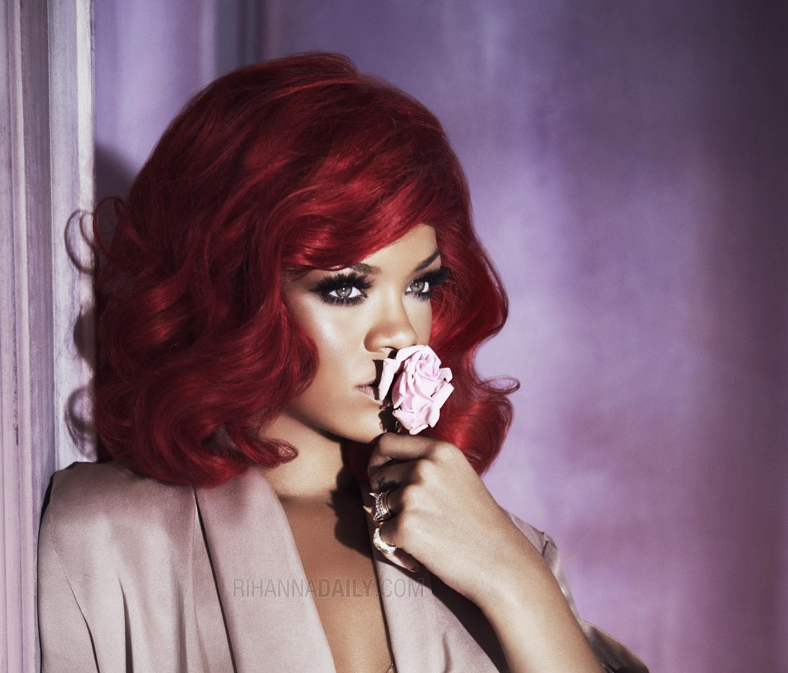 http://3.bp.blogspot.com/_v5h2qxDB1io/TShCXi5K-hI/AAAAAAAABLs/1P6ht6Ohwok/s1600/Rihanna+red+hair+011+dld+via+www.thewallpaperdb.blogspot.com+.jpg