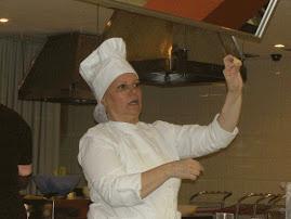 Ensinado a fazer o capeletti do Kreplach