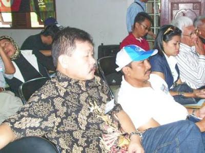 Dadang Sudiana, SE. (YC1KDD), Djoko Suryono R. (YD1OQY)