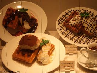 Window eating<br />, Tokyo