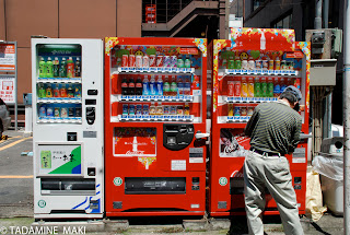 A man and a vending machine, Tokyo