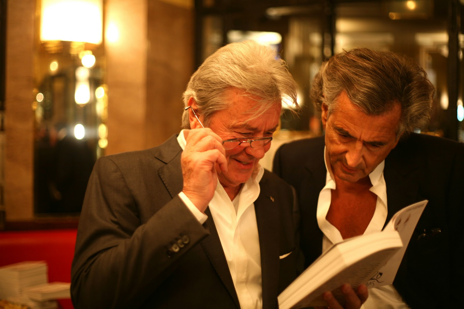 http://3.bp.blogspot.com/_v9CVatzTVh0/TQDndyk0aMI/AAAAAAAAFOI/ba9Bwqf1_P4/s1600/Alain-Delon-et-Bernard-Henri-Le%CC%81vy.jpg