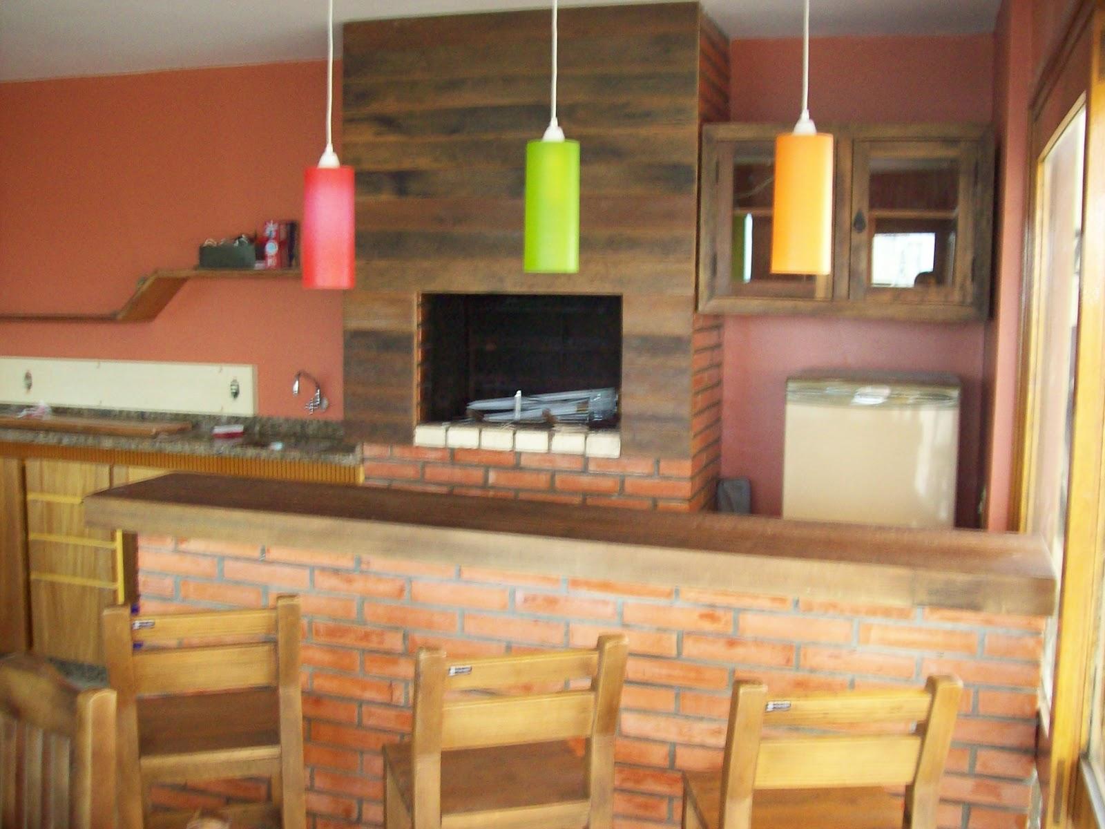 Revestimento de churrasqueira. Madeira de demolição. Projeto Arq  #8FB516 1600 1200