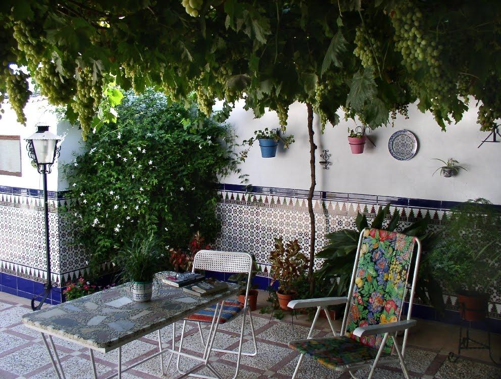 Albayana ideas el patio en la cultura mediterr nea - Azulejos para patio ...