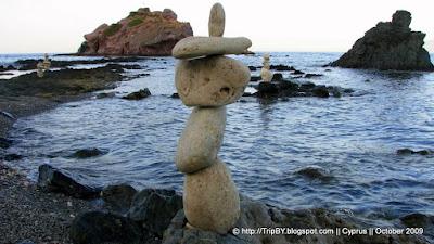 Балансирование камней, побережье by TripBY.info