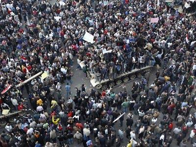 , internet dihidupkan oleh pemerintah, padahal sejak situasi Mesir