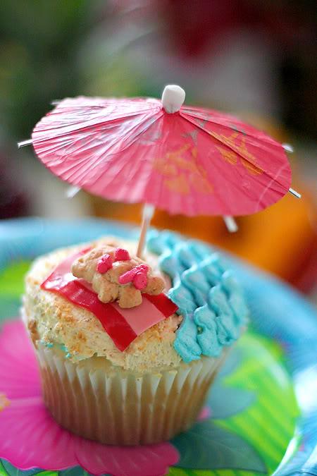 Hawaiian Cupcakes On Pinterest Hawaii Cupcakes Hawaiian