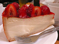 http://3.bp.blogspot.com/_vEjTRGZm0qk/RzdX5OHxYEI/AAAAAAAAASg/tMVFPXz7-bE/s320/strawberry+cheesecake.jpg