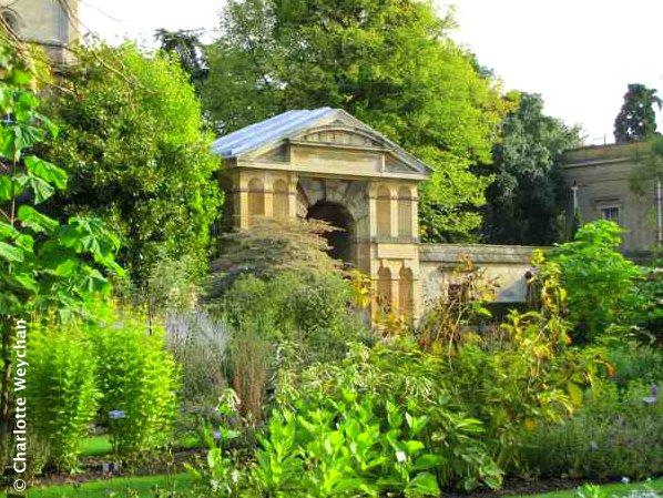 Autumn glory in Oxford - Botanic Gardens and Impressive Architecture ...