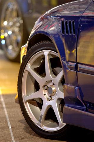 Revisar las llantas del carro cada mes asegurar el auto - Asegurar coche un mes ...
