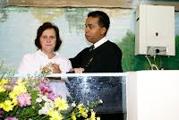 Odenir sendo batizada pelo Pr. Marcos Baptista