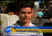 Jonatas Freitas sendo entrevistado