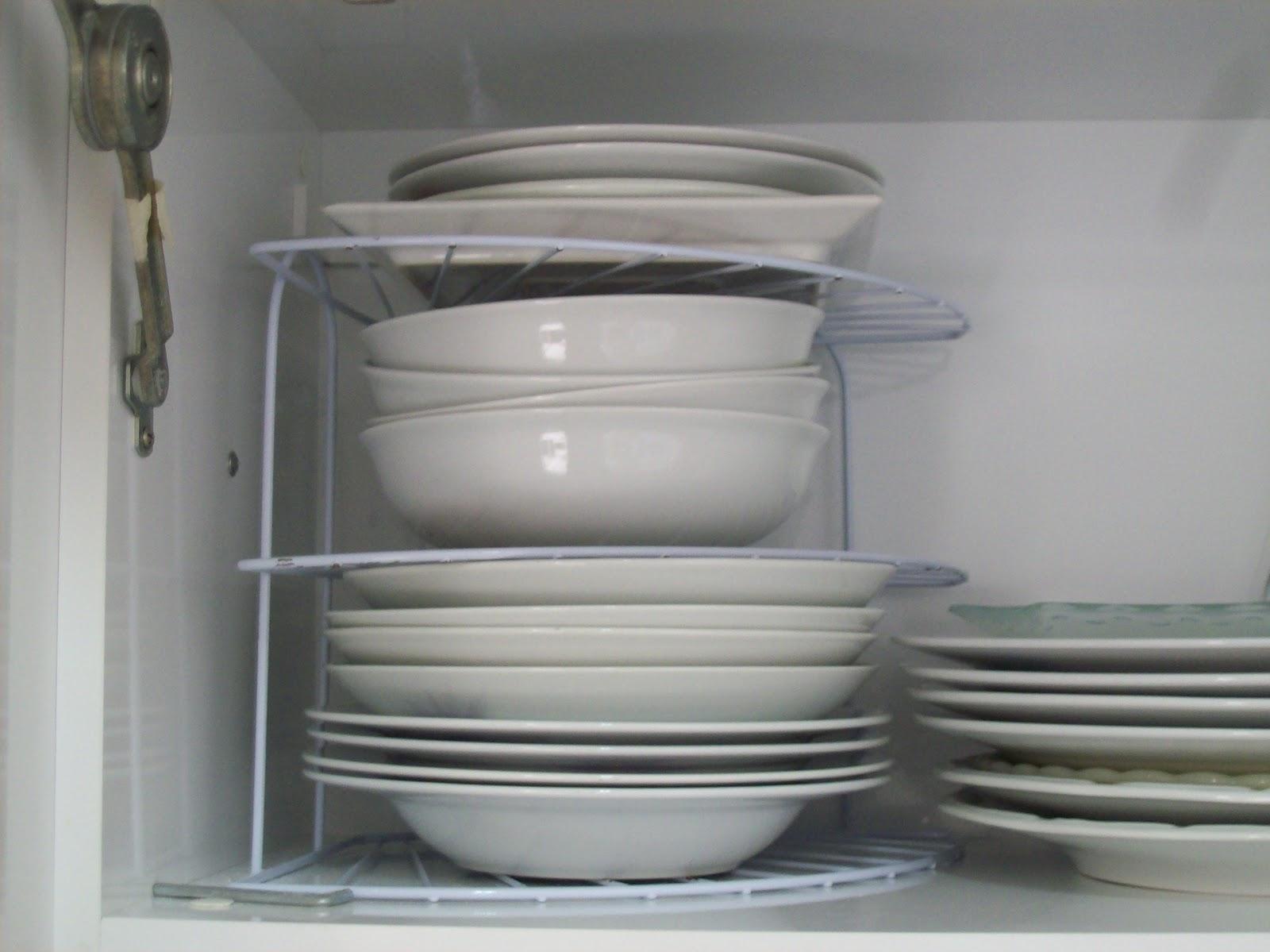 Coisas que minha avó tinha.: Organização no armário da cozinha #5B5B51 1600 1199
