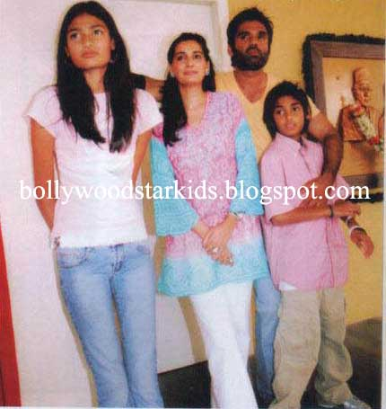 bollywood star kids family pictures of sunil shetty with