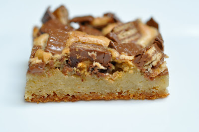 White Chocolate Kit Kat Blondies Recipe — Dishmaps