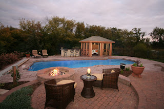 The Pros and Cons of Swimming Pool Home