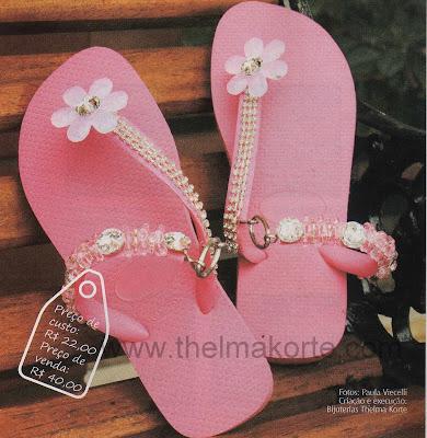 chinelo rosa bordado com cordões de strass por Thelma Korte