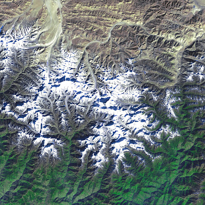 external image 335340main_landsat_everest_05jan2002_lrg_full.jpg