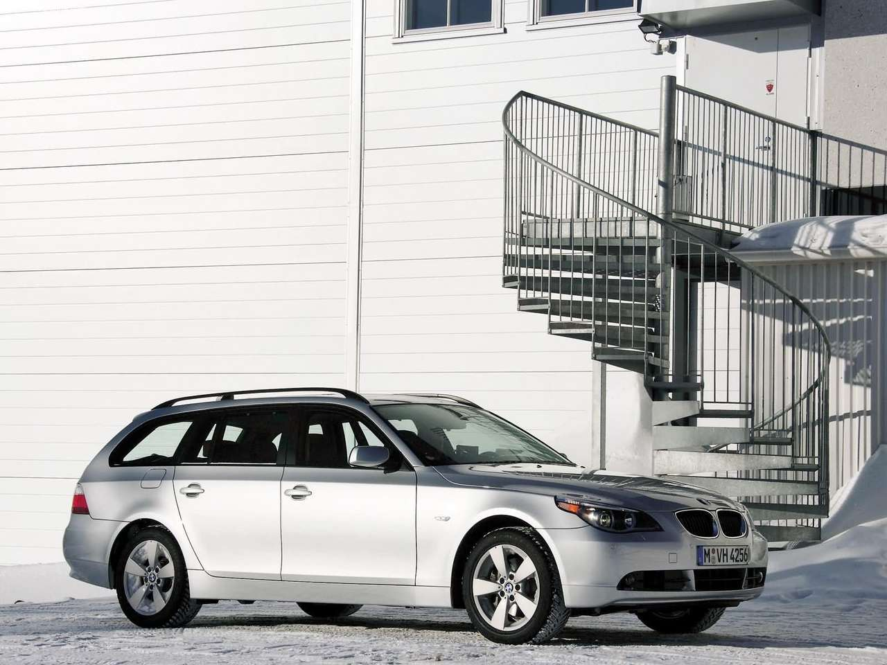 performance of cars: 2005 BMW 530xi Touring