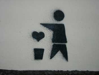 no arroje su amor por el suelo