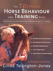 The Ultimate Horse Behaviour And Training Book by Linda Tellington Jones