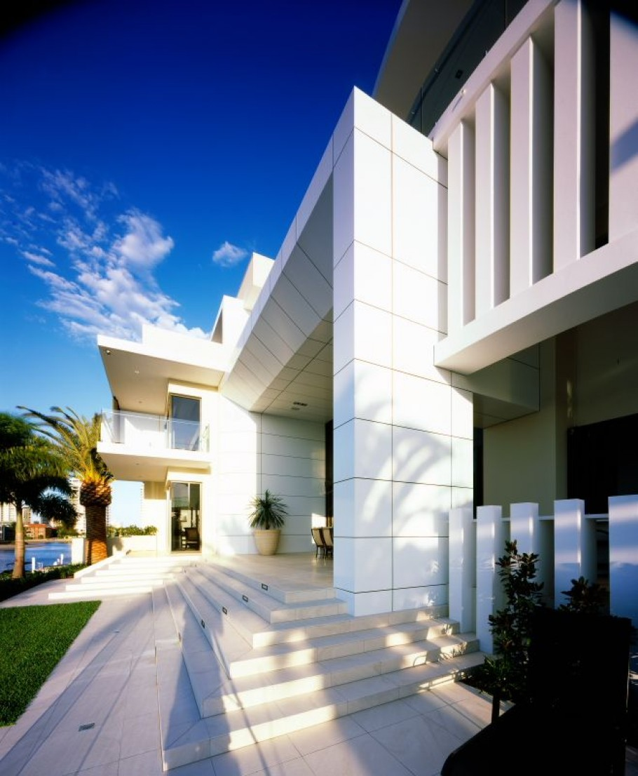 Luxury house in surfers paradise queensland australia for Luxury house builders