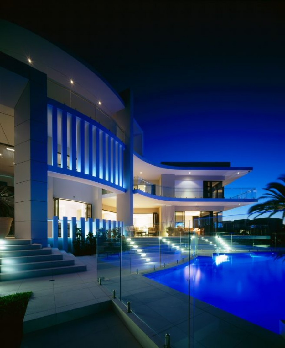 Luxury house in surfers paradise queensland australia for Beautiful home lighting