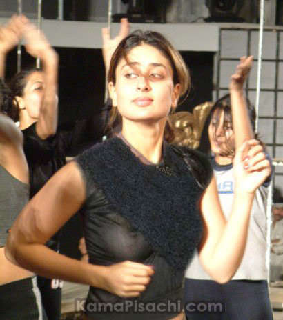 Kareena Kapoor nipples slip photo