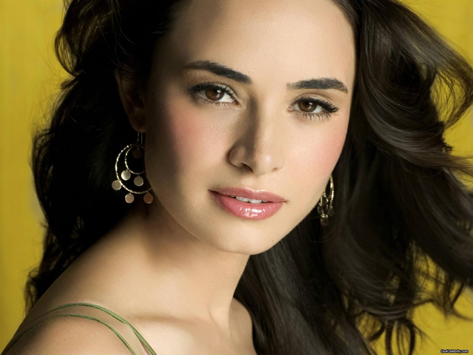 http://3.bp.blogspot.com/_vTbF77YL8gw/TKUW3Xl-HqI/AAAAAAAADRc/rCwI9L96Lm4/s1600/Mia-Maestro-Argentine-actress-1.jpg