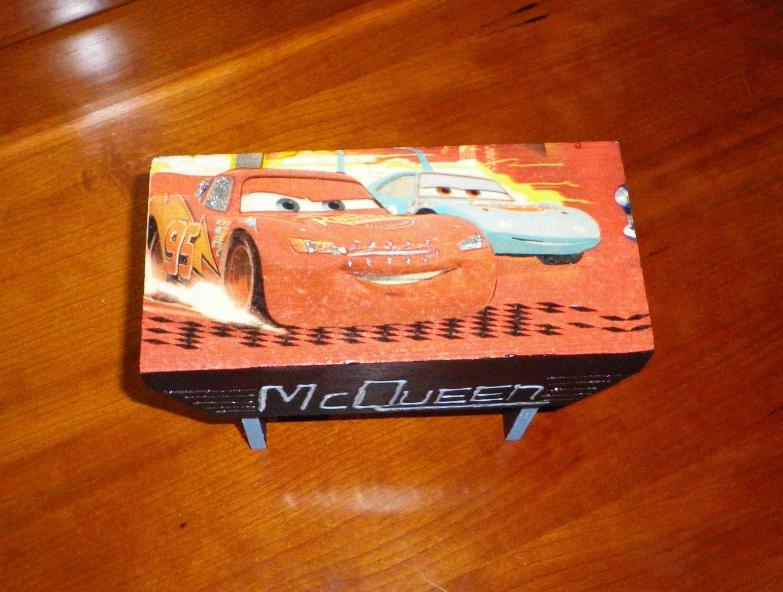 Mealheiro Banco Cars em madeira pintado à mão com tinta acrílica  #8B2E04 1600x1210