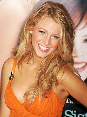 blake lively formal hair. Perfectly matched: Blake Lively appeared to have matched her cute dog Penny
