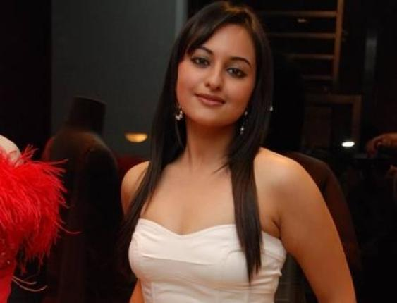 Sonakshi Sinha Wallpapers, Sonakshi Sinha Hot Photos, Images
