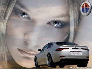 Loira e super carros