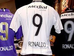 Camisa 9 é uma lenda em todos clubes