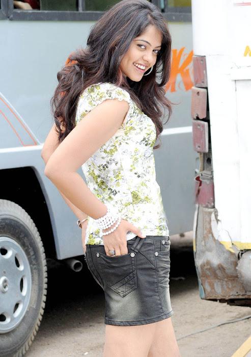bindhu madhavi latest photos