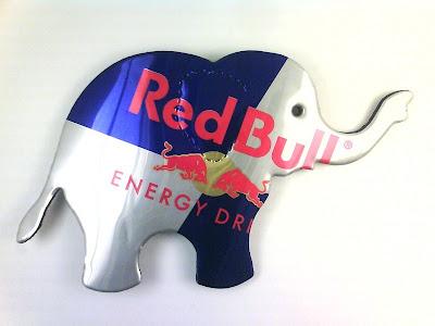 Üdítősdobozból elefánt