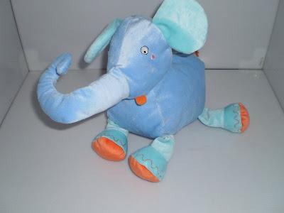 Kék plüss elefánt