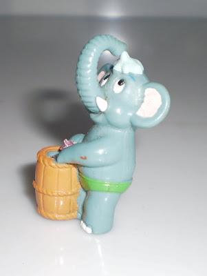Elefánt hordóval