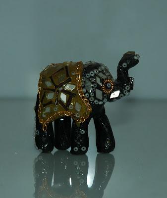 Gyöngyökkel kirakott elefánt