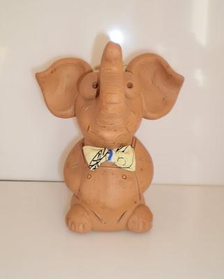 Nyakkendős elefánt