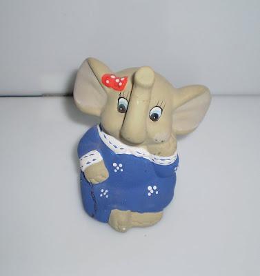Kék ruhás elefánt