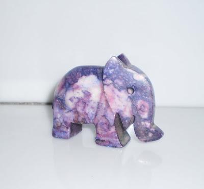 Lila kő elefánt