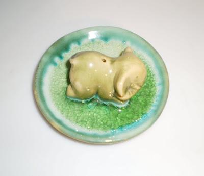 Elefántos zöld kerámia füstölőtartó